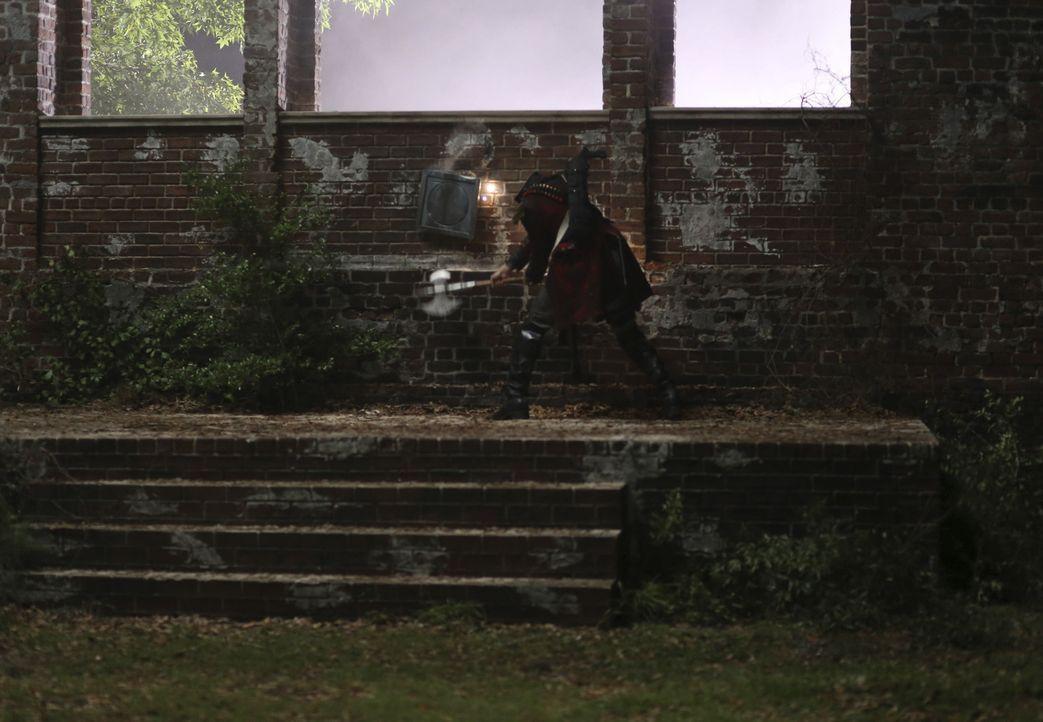 Vor dem Aufgang der Sonne und vor den Zeugen muss der kopflose Reiter Abraham (Neil Jackson) ein besonderes Schwert finden ... - Bildquelle: 2014 Fox and its related entities. All rights reserved