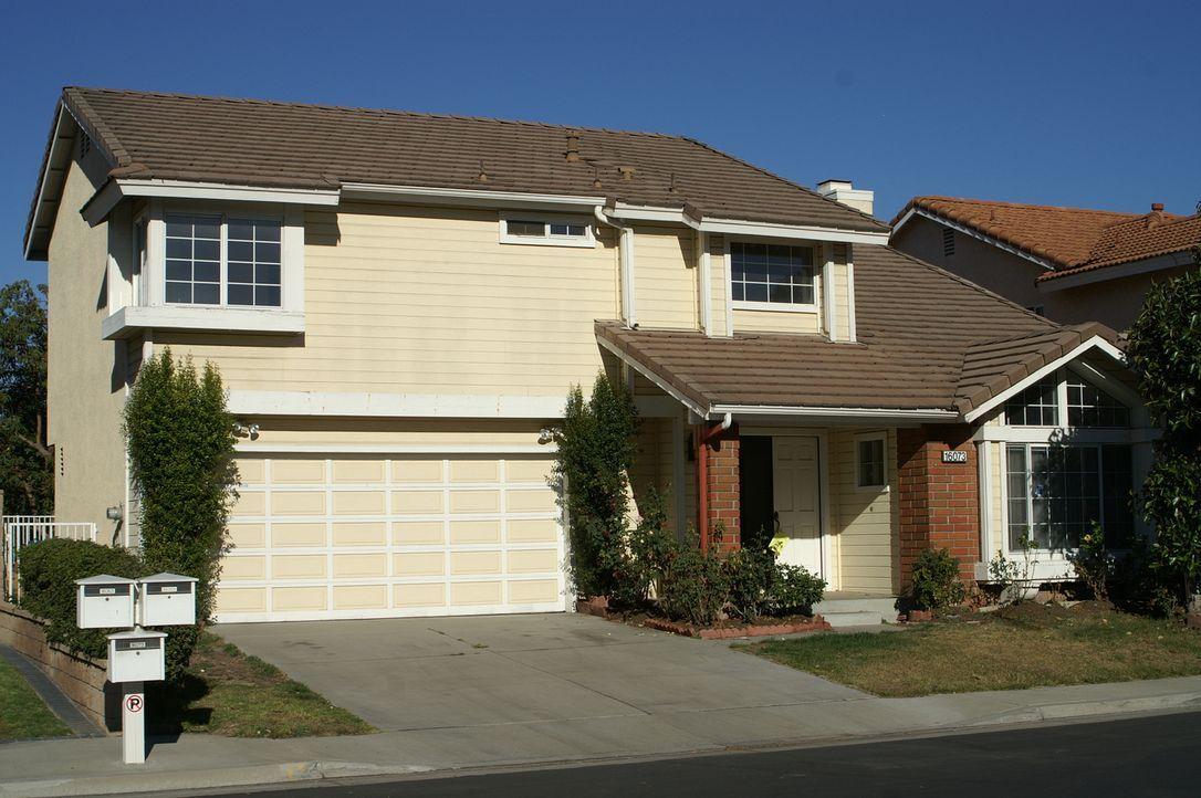 Wird das Haus in La Mircada aus den '90ern Tarek und Christina wirklich einen guten Gewinn einbringen? - Bildquelle: 2014, HGTV/Scripps Networks, LLC. All Rights Reserved.