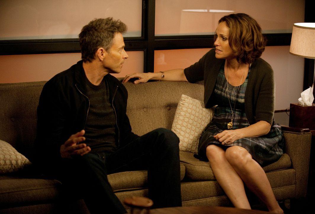 Gehen zur Eheberatung, um ihrer Beziehung noch eine Chance zu geben: Pete (Tim Daly, l.) und Violet (Amy Brenneman, r.) ... - Bildquelle: ABC Studios