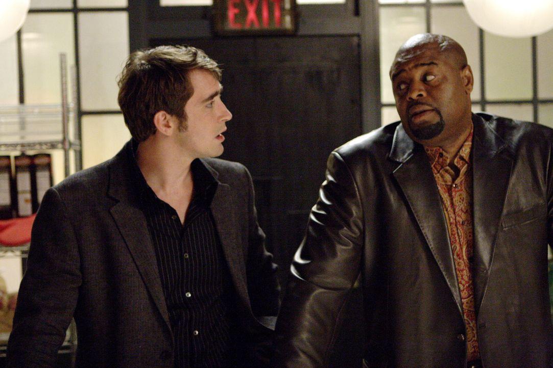 Emerson Cod (Chi McBride, r.) hofft, dass Ned (Lee Pace, l.) ihm einen großen Gefallen tut ... - Bildquelle: Warner Brothers
