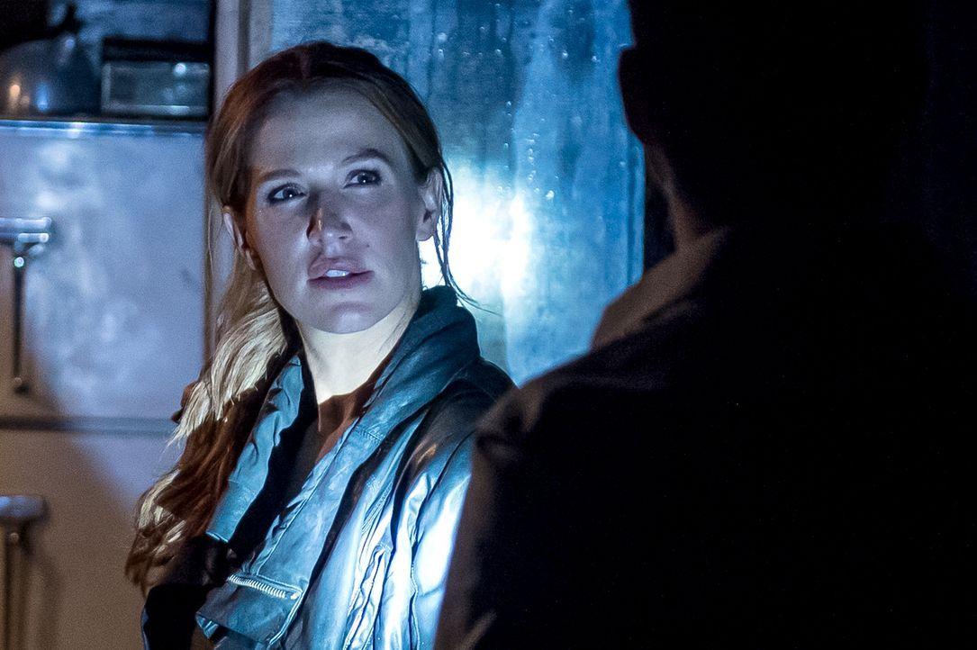 Begibt sich in den New Yorker Untergrund, um nach Hinweisen auf einen Mord zu suchen: Carrie (Poppy Montgomery) ... - Bildquelle: 2013 Sony Pictures Television Inc. All Rights Reserved.