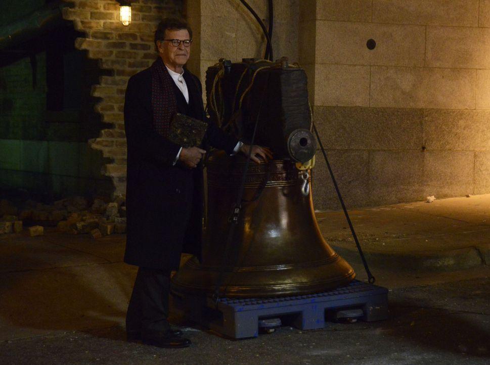 Wird es Henry (John Noble) gelingen, mit Hilfe einer besonderen Glocke, einen ganzen Hexenzirkel wieder zum Leben zu erwecken? - Bildquelle: 2014 Fox and its related entities. All rights reserved