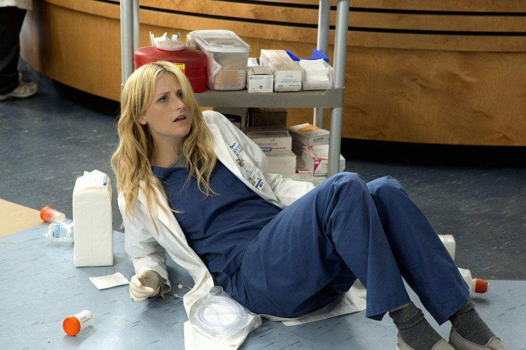 Tappt von einem Fettnäpfchen ins nächste: Emily Owens (Mamie Gummer) - Bildquelle: 2012 The CW Network, LLC. All rights reserved.
