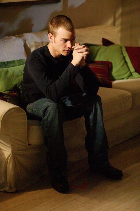 Simon (David Gallagher) wartet auf den ärztlichen Befund, welcher Klarheit bringen soll, ob er sich bei einem One-Night-Stand eine Geschlechtskrankh... - Bildquelle: The WB Television Network