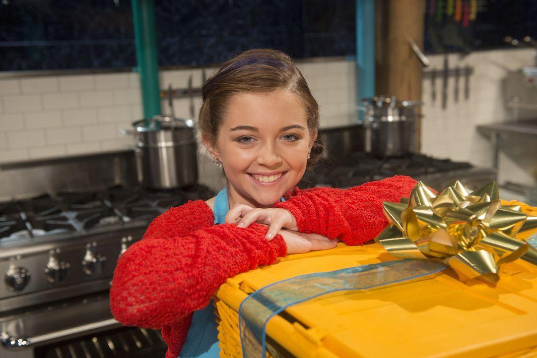 Die kleine Noelle kocht seit dem sie drei ist und liebt es, sich durchs Kochen auszudrücken. Schafft es die Zwölfjährige die geheimen Holiday-Zutate... - Bildquelle: Scott Gries 2015, Television Food Network, G.P. All Rights Reserved