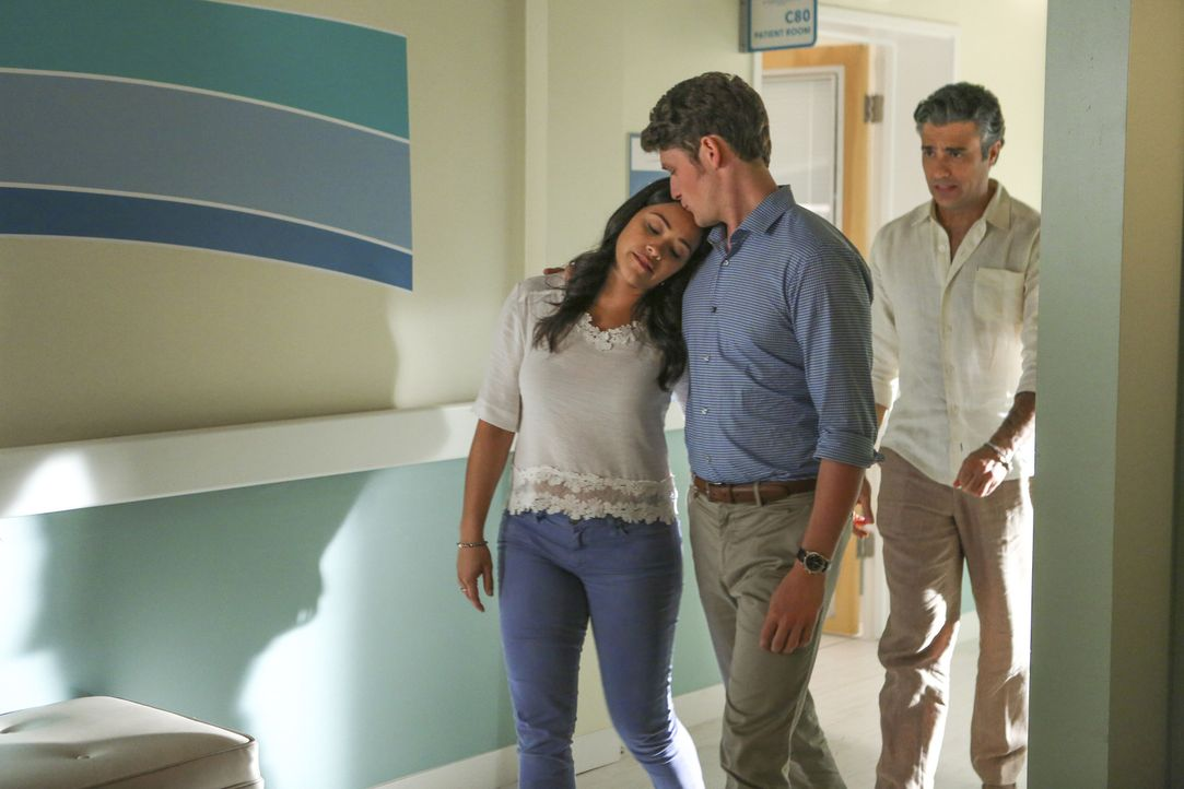Nicht nur Mateos Geburtstag steht bevor, auch Jane (Gina Rodriguez, l.) und Michaels (Brett Dier, M.) Hochzeit. Probleme treten auf, doch kann Rogel... - Bildquelle: Scott Everett White 2016 The CW Network, LLC. All rights reserved.