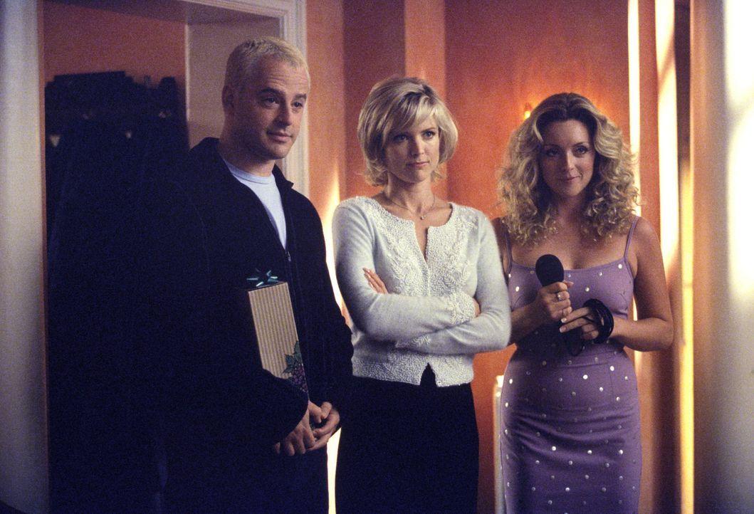 Ahnt Elaine (Jane Krakowski, r.) bereits, dass die Beziehung von Billy (Gil Bellows, l.) und Georgia (Courtney Thorne-Smith, M.) auf der Kippe steht? - Bildquelle: 1999 Twentieth Century Fox Film Corporation. All rights reserved.
