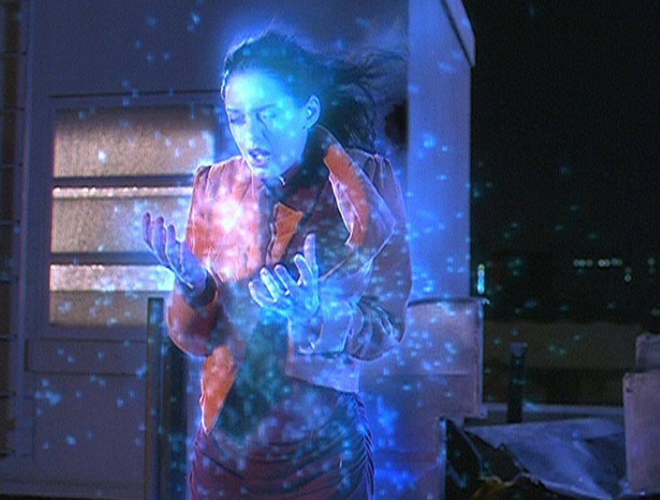 Paige (Rose McGowan) will nicht glauben, dass sie magische Fähigkeiten besitzt. Doch sie entdeckt, dass sie ähnliche Zauberkräfte hat wie ein Wächte... - Bildquelle: Paramount Pictures