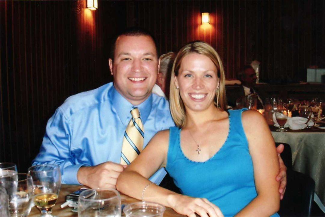 Damals führten Amy Johnson (l.) und Dustin (r.) noch eine glückliche Ehe. Sie hat nicht damit gerechnet, dass ihr Ehemann sich in einen echten Albtr... - Bildquelle: Atlas Media, 2011