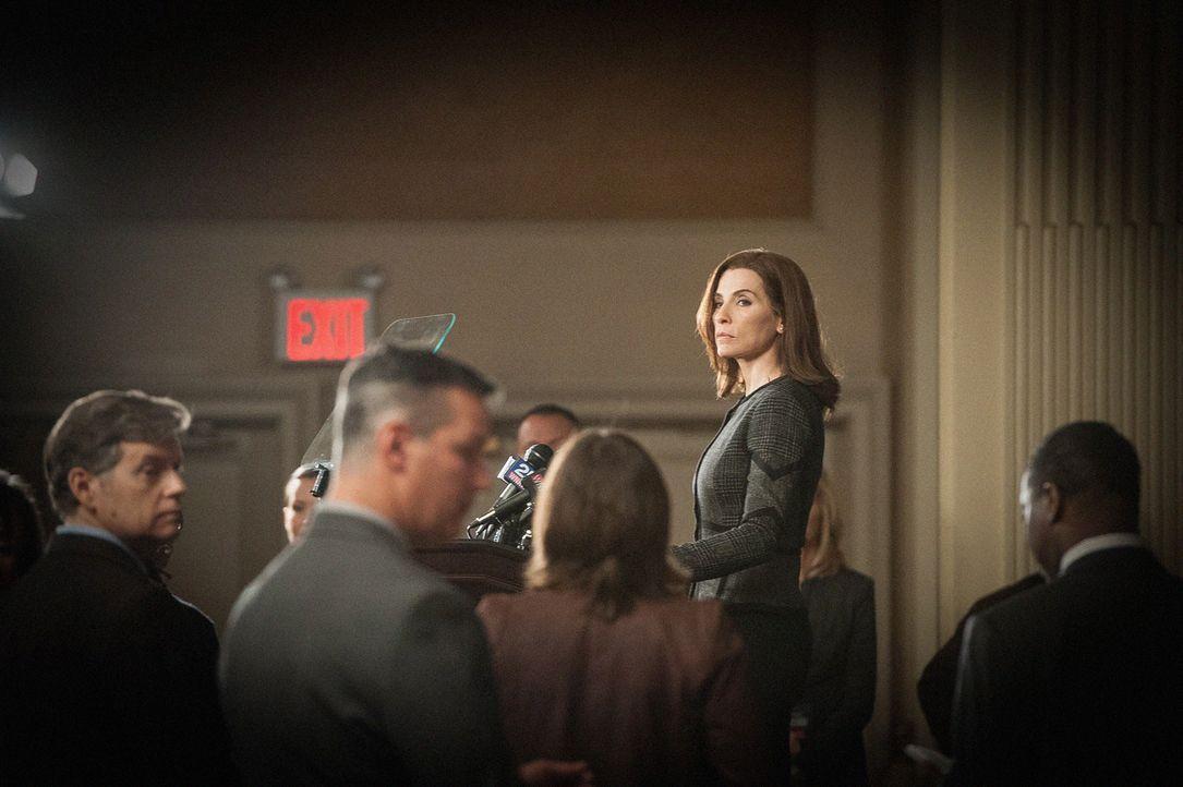 Wegen des Wahlmanipulationsskandals ist Alicia (Julianna Margulies) gezwungen, von ihrem Amt als Bezirksstaatsanwältin zurückzutreten - nun steht si... - Bildquelle: Jojo Whilden 2012 CBS Broadcasting Inc. All Rights Reserved.