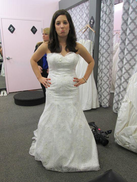 Auch das sechste Kleid scheint für Julia Contrada noch nicht perfekt zu sein ... - Bildquelle: TLC