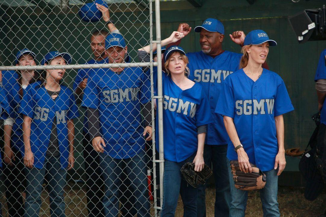 Haben die Ärzte des Seattle Grace Hospital noch eine Chance das Match zu gewinnen? (v.l.n.r.) Lexie (Chyler Leigh), Cristina (Sandra Oh), Jackson (J... - Bildquelle: ABC Studios