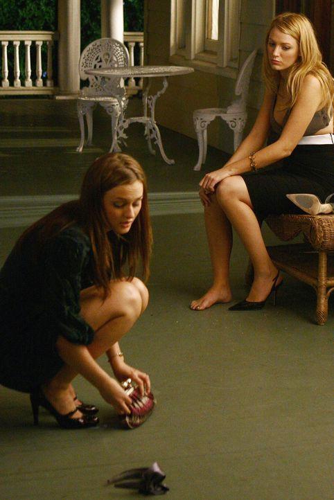 Zerplatzt der Traum von Yale für Serena (Blake Lively, r.) und Blair (Leighton Meester, l.), nach ihrem peinlichen Auftritt? - Bildquelle: Warner Brothers