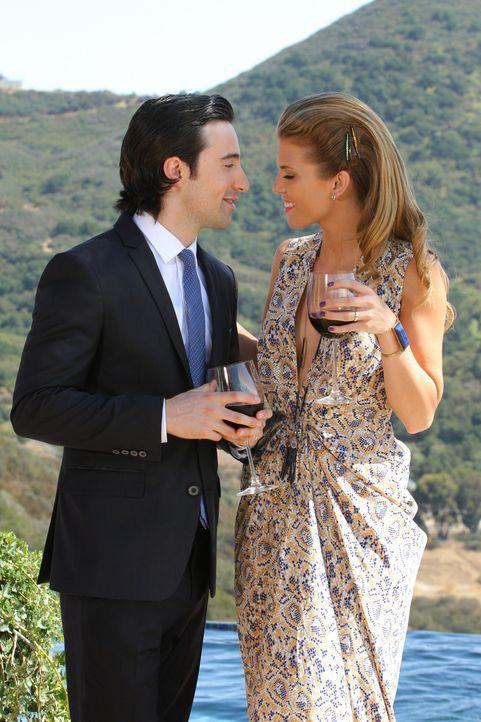 Der Hochzeitsempfang, den Naomi (AnnaLynne McCord, r.) organisiert hat, um ihre Ehe mit Max (Josh Zuckerman, l.) ins rechte Licht zu rücken, wird e... - Bildquelle: 2012 The CW Network. All Rights Reserved.