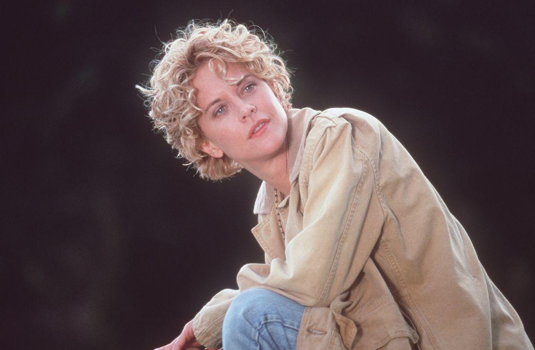 In der tiefsten Krise ihre Lebens lernt die schöne Ärztin Maggie (Meg Ryan) den geheimnisvollen Seth kennen. Doch die Gefühle, die er in ihr weckt,... - Bildquelle: Warner Bros.