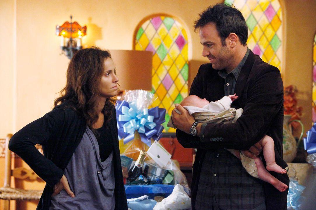 Für Cooper (Paul Adelstein, r.) ist es nicht einfach, Violet (Amy Brenneman, l.) zu besuchen, da er sich große Vorwürfe macht ... - Bildquelle: ABC Studios