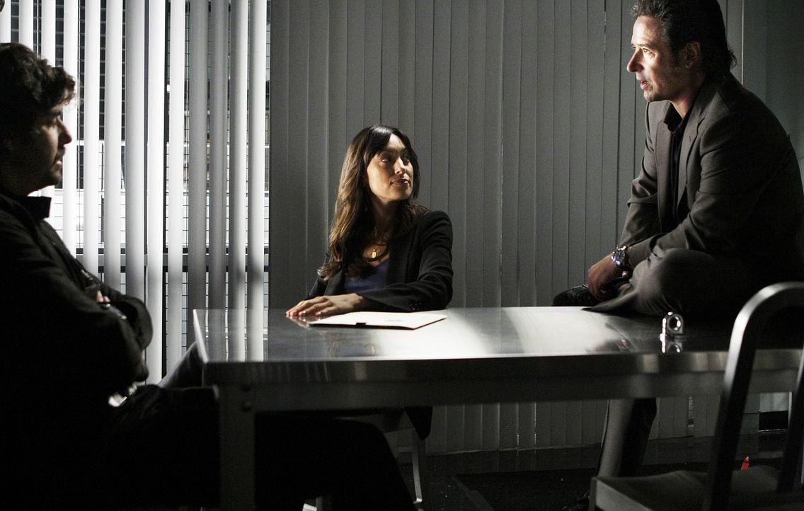 Weiß Chris McNall (Adam Goldberg, l.) etwas über den Mord an Brett Fuller? Liz (Aya Sumika, M.) und Don (Rob Morrow, r.) versuchen dies herauszufind... - Bildquelle: Paramount Network Television