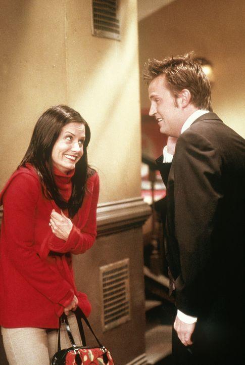 Monica (Courteney Cox Arquette) ist an ihrem dreißigsten Geburtstag sturzbetrunken. - Bildquelle: TM+  2000 WARNER BROS.