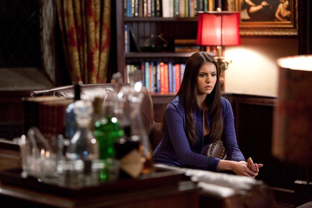 Elena (Nina Dobrev) sorgt sich um Stefan. Wenn er nicht bald Blut trinkt, wird er sterben müssen ... - Bildquelle: Warner Bros. Television
