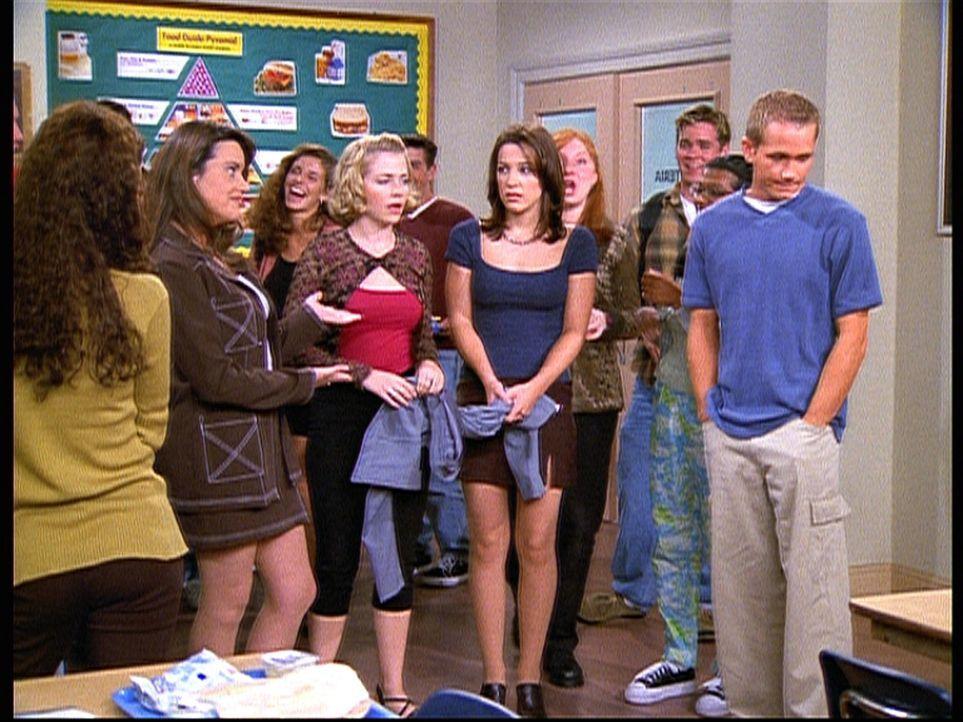 Valerie (Lindsay Sloane, M. r.) hat bei einem Treffen mit Justin gerülpst. Sie wird zum Gespött der ganzen Schule, vor allem von Libby (Jenna Leig... - Bildquelle: Paramount Pictures