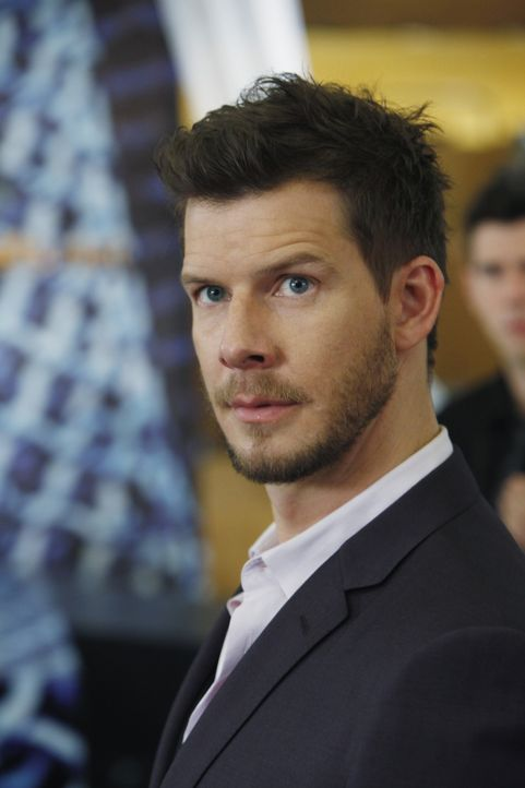 Bettys große berufliche Chance wird durch Daniels (Eric Mabius) Hilflosigkeit in eine Art Feuertaufe verwandelt ... - Bildquelle: Patrick Harbron 2009 American Broadcasting Companies, Inc. All rights reserved.