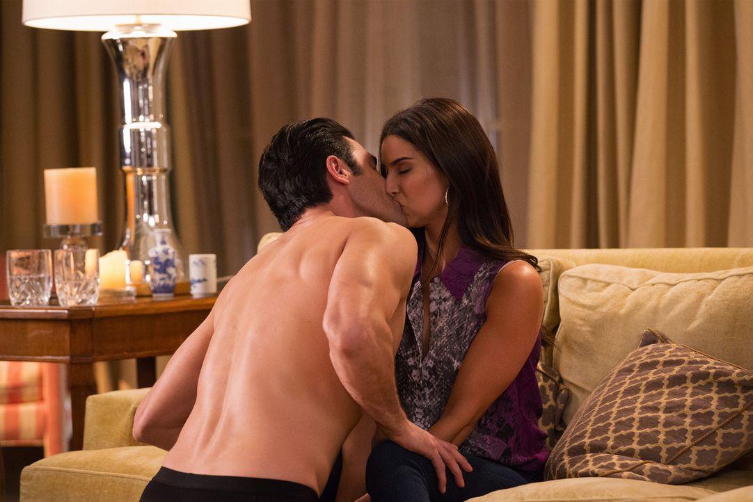 Ist die Beziehung zwischen Carmen (Roselyn Sanchez, r.) und Sebastien (Gilles Marini, l.) wirklich nur eine Sex-Geschichte? - Bildquelle: Bob Mahoney 2015 American Broadcasting Companies, Inc. All rights reserved.