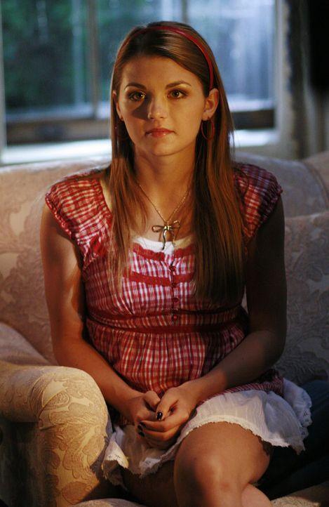 Während Cappie von seiner Vergangenheit eingeholt wird, nehmen Jen K (Jessica Rose), Rebecca, Casey und Ashleigh Kontakt mit sich mit einer bereits... - Bildquelle: 2007 ABC FAMILY. All rights reserved. NO ARCHIVING. NO RESALE.