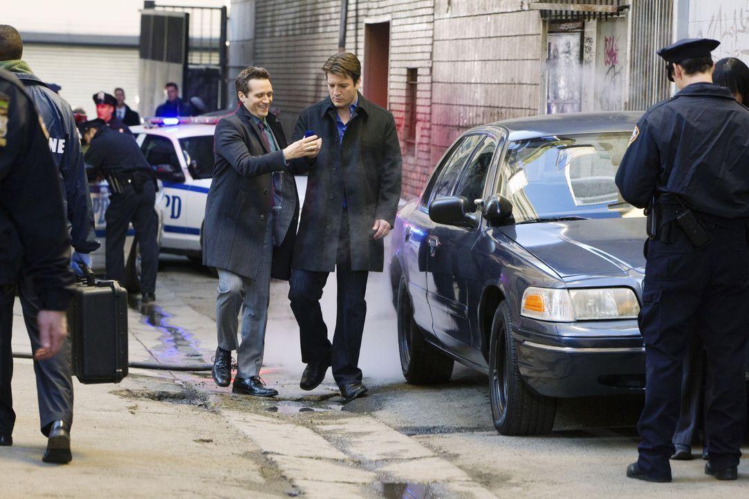 Kevin Ryan (Seamus Dever, Mitte l.) erzählt Castle (Nathan Fillion, Mitte r.), dass er vorhat, seiner Jenny einen Heiratsantrag zu machen ... - Bildquelle: 2010 American Broadcasting Companies, Inc. All rights reserved.
