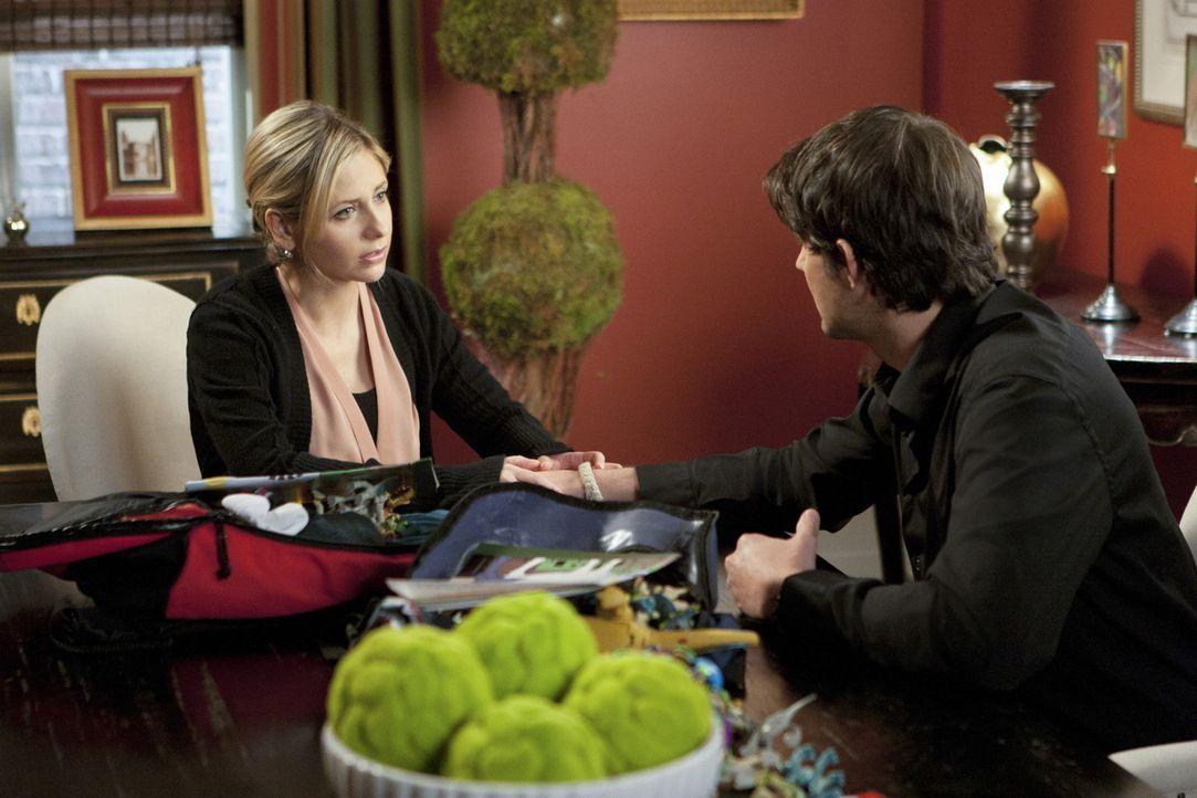 Siobhan (Sarah Michelle Gellar, l.) möchte mit Henry (Kristoffer Polaha, r.) einen Neuanfang wagen ... - Bildquelle: 2011 THE CW NETWORK, LLC. ALL RIGHTS RESERVED