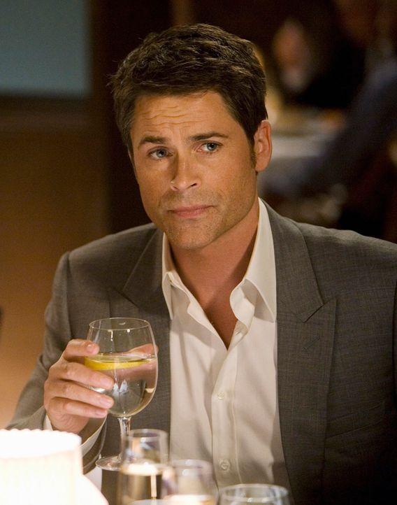 Macht Kevin das Angebot, sein Pressesprecher zu werden: Robert (Rob Lowe) - Bildquelle: 2008 ABC INC.