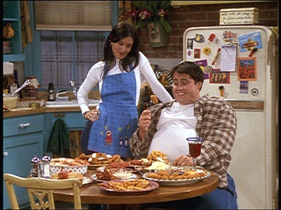 Was wäre, wenn Monica (Courteney Cox, l.) sich nicht in Chandler, sondern in Joey (Matt LeBlanc, r.) verliebt hätte? - Bildquelle: TM+  2000 WARNER BROS.