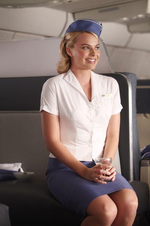 Für Laura (Margot Robbie) ist es schwer, nicht immer zu überlegen, was die andern Menschen wohl denken ... - Bildquelle: 2011 Sony Pictures Television Inc.  All Rights Reserved.