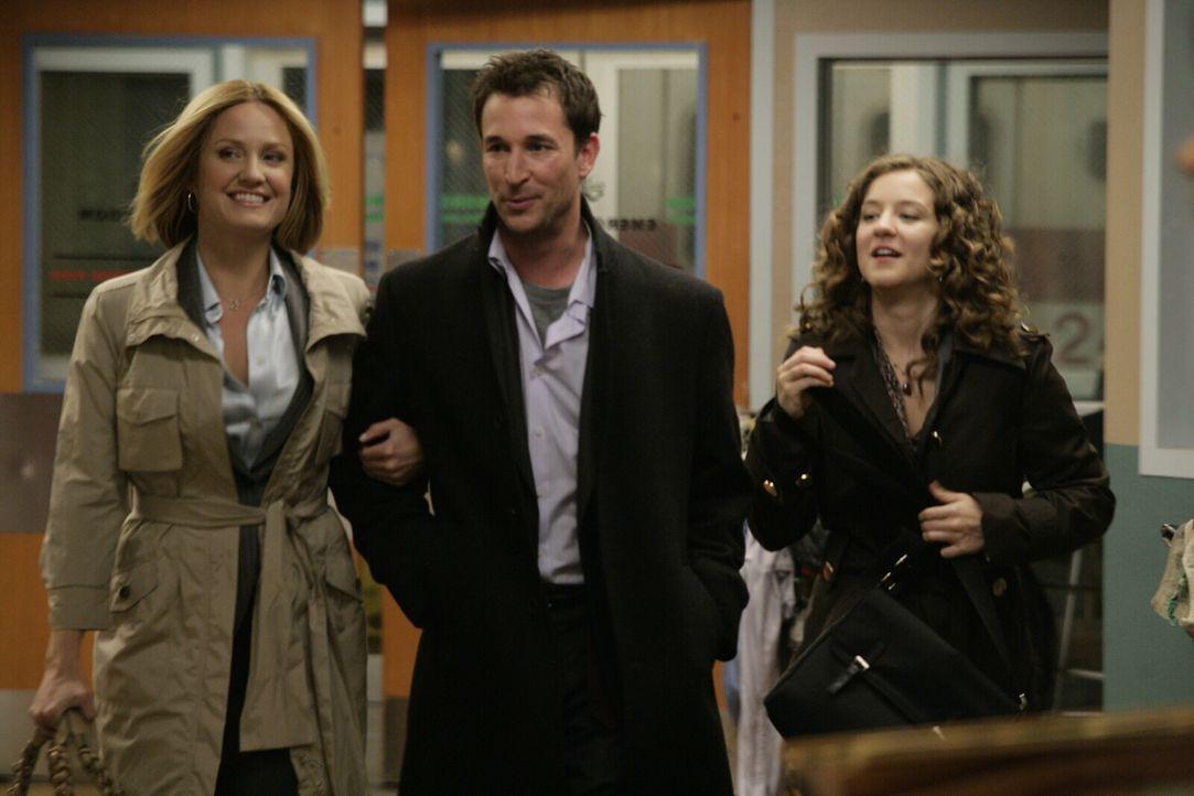 Carter (Noah Wyle, M.) hat die Mädels voll im Griff: Gemeinsam mit Susan (Sherry Stringfield, l.) und Rachel (Hallee Hirsh, r.) stattet er der Nota... - Bildquelle: Warner Bros. Television