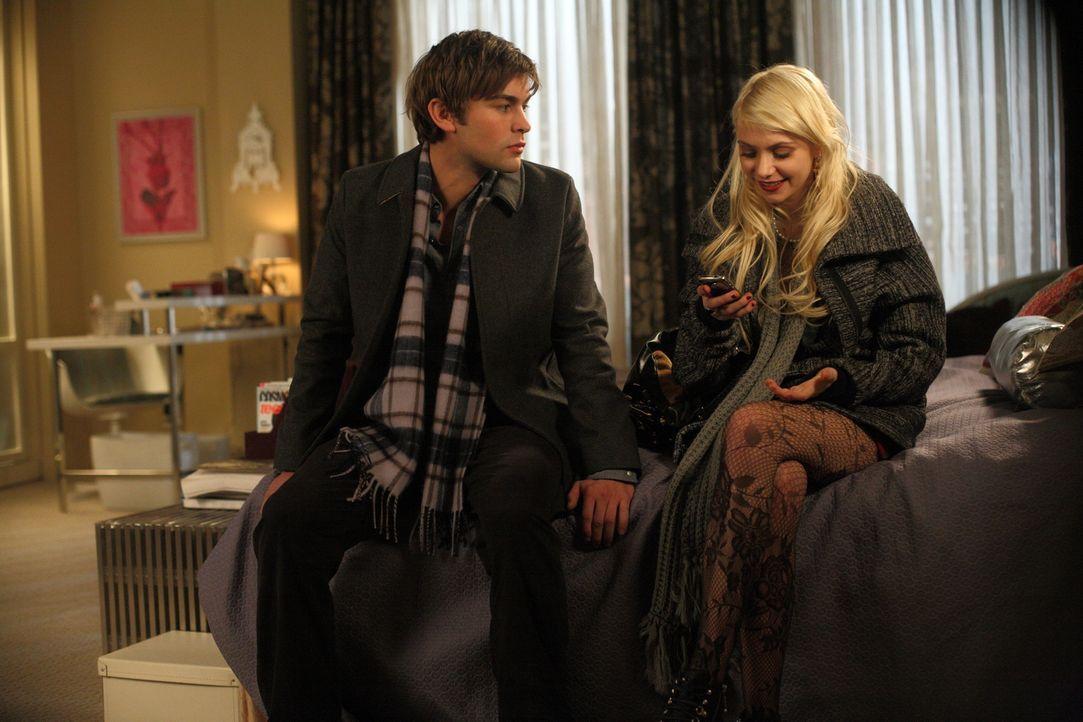 Dank Nate (Chace Crawford, l.) hat Jenny (Taylor Momsen, r.) ihren Drogenrausch unverletzt überstanden. - Bildquelle: Warner Brothers