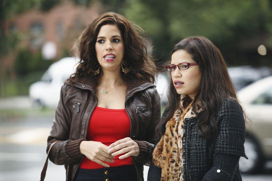 Betty (America Ferrera, r.) ist begeistert, als sie und Hilda (Ana Ortiz, l.) auf einen Ex-Freund ihrer Schwester treffen, denn schon als Mädchen ha... - Bildquelle: Eric Liebowitz 2009 American Broadcasting Companies, Inc. All rights reserved.