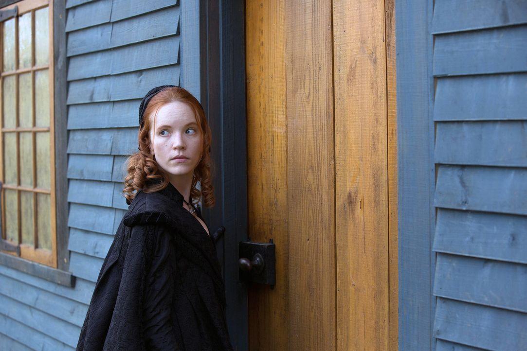 Anne (Tamzin Merchant) bittet ihren Vater, sich gegen die Hexenverbrennung zu stellen, doch als dieser sich nicht dazu bereit erklärt, sucht sie bei... - Bildquelle: 2013-2014 Fox and its related entities.  All rights reserved.