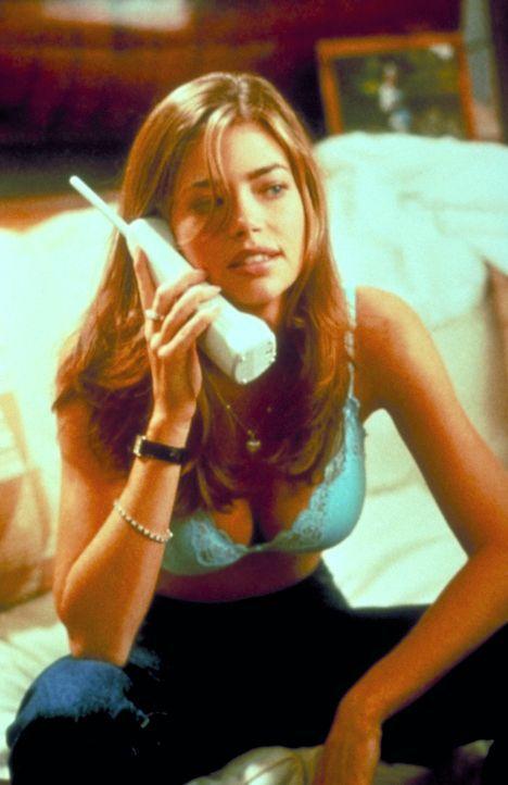 Die verwöhnte Kelly Van Ryan (Denise Richard) spinnt ein Netz voller Intrigen, nachdem ihr Lehrer ihr eine Abfuhr erteilte ... - Bildquelle: Columbia Tri-Star