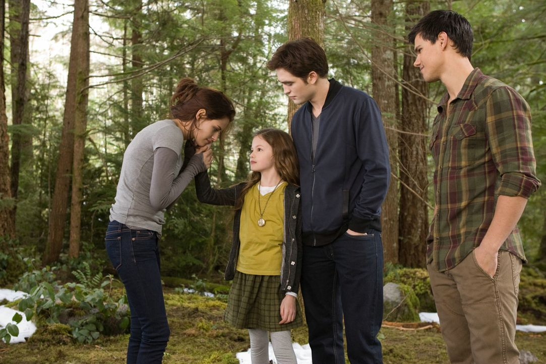 Bella, Renesmee, Edward und Jacob - eine glückliche Familie? - Bildquelle: 2012 Summit Entertainment, LLC. All rights reserved.