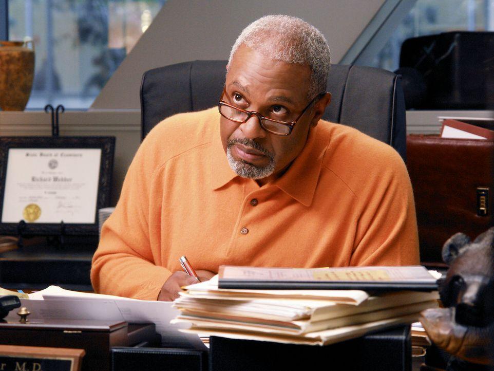 Dr. Bailey Selbstbewusstsein ist erschüttert, weil sie von Webber (James Pickens Jr.) erfahren hat, dass einige Ärzte des Krankenhauses an ihrem Urt... - Bildquelle: Touchstone Television