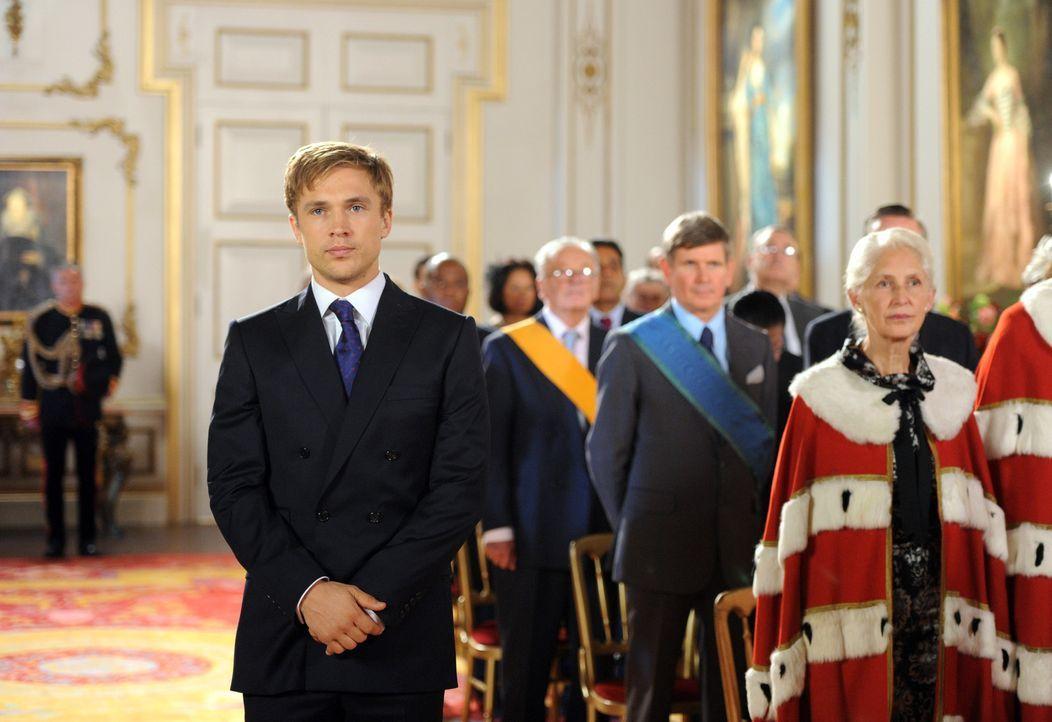 Nachdem der König attackiert wurde und im Krankenhaus liegt, soll Prinz Liam (William Moseley) offiziell zum Prinzregenten ernannt werden. Doch wird... - Bildquelle: Stuart Wilson 2014 E! Entertainment Media LLC/Lions Gate Television Inc.