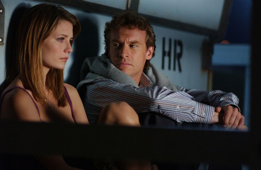 Marissa (Mischa Barton, l.) ist traurig darüber, dass ihr Vater Jimmy (Tate Donovan, r.) auf Hawaii ein neues Leben beginnen möchte ... - Bildquelle: Warner Bros. Television
