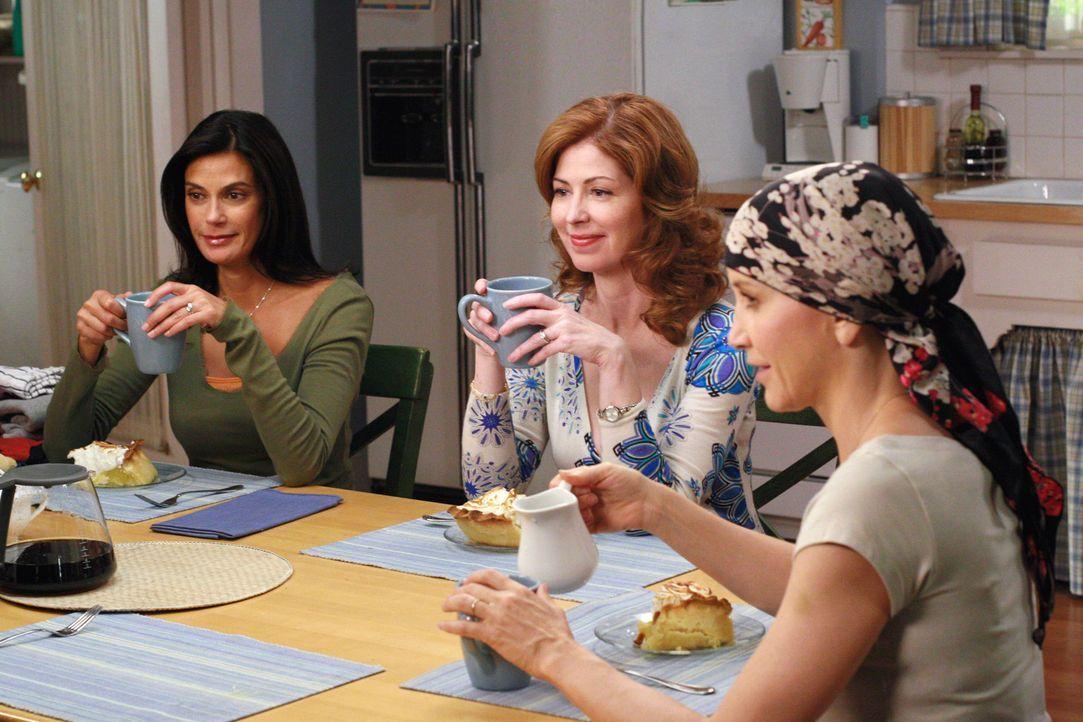 Bei dem Essen, das Susan (Teri Hatcher, l.), Gabrielle, Bree und Katherine (Dana Delany, M.) für Lynette (Felicity Huffman, r.) vorbereitet haben, e... - Bildquelle: ABC Studios