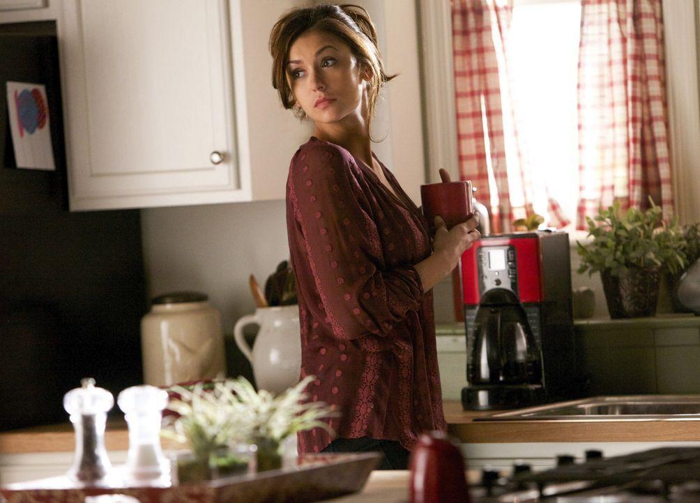 Elena als Hausfrau - Bildquelle: Warner Bros. Entertainment Inc.