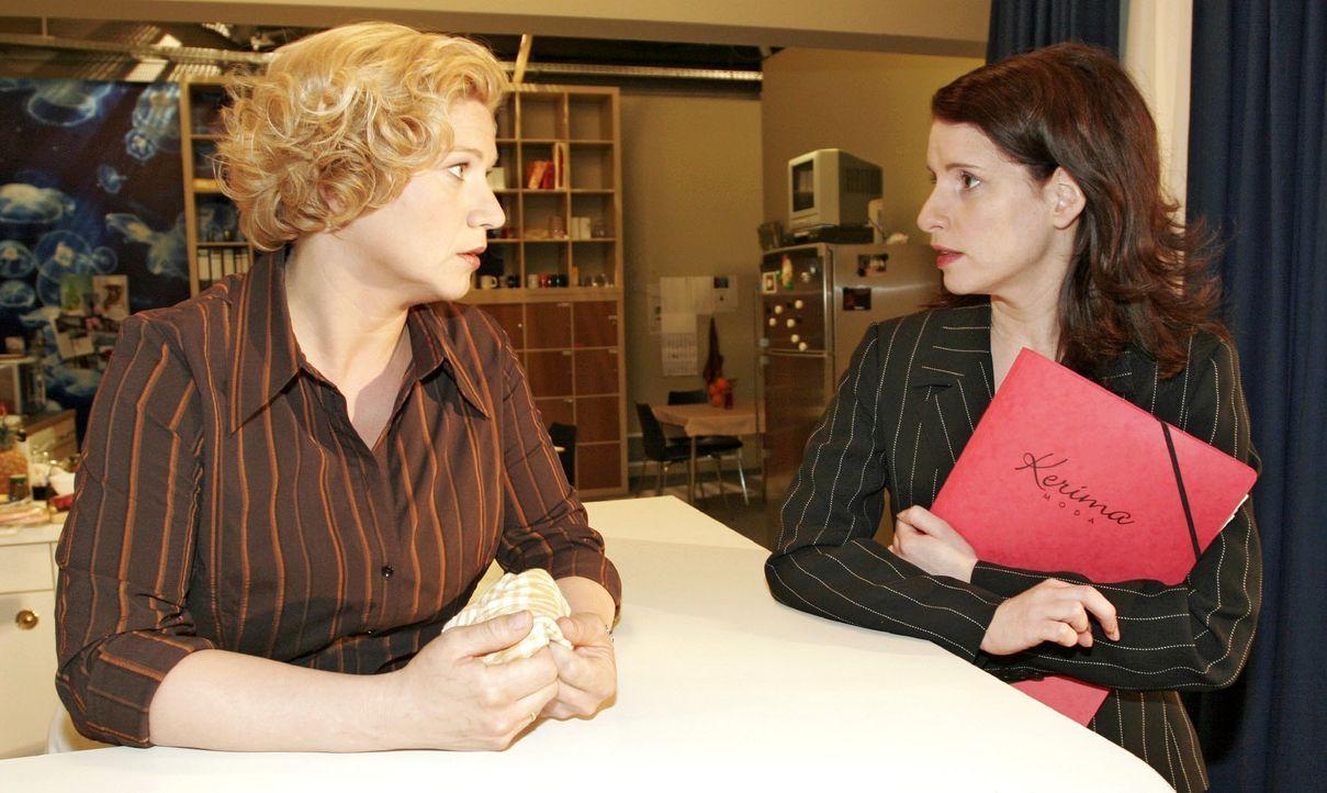 Agnes (Susanne Szell, l.) tut Inka (Stefanie Höner, r.) mal wieder einen Gefallen - doch ob diese es ihr dankt? - Bildquelle: Noreen Flynn SAT.1 / Noreen Flynn