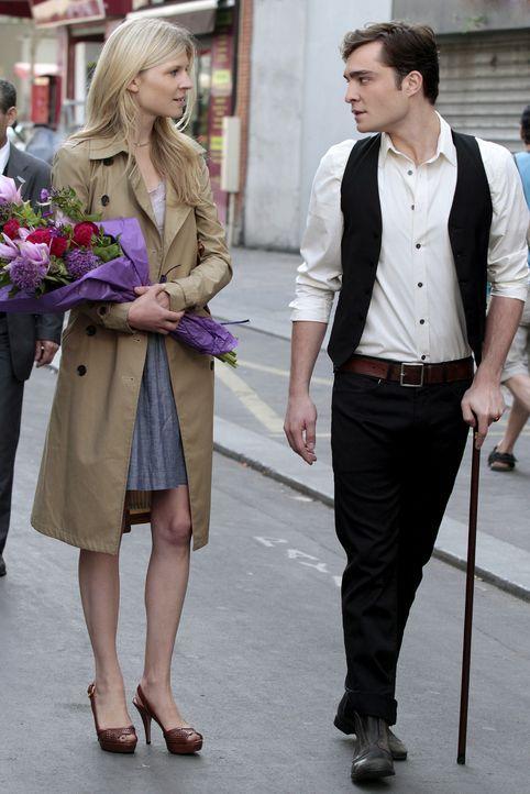 Chuck (Ed Westwick, r.) ist ebenfalls in Paris - jedoch mit einer geheimnisvollen Frau (Clemence Poesy, l.) ... - Bildquelle: Warner Brothers