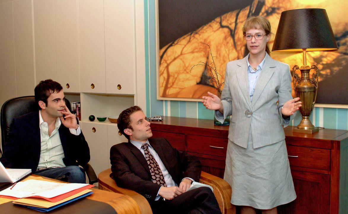 Voller Spannung verfolgen David (Mathis Künzler, l.) und Max (Alexander Sternberg, M.) Lisas (Alexandra Neldel, r.) Präsentation für die Bank. Wi... - Bildquelle: Sat.1