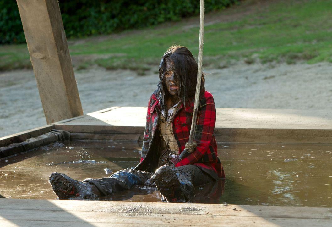 In der Schlammgrube: Cate (Shiri Appleby) wollte als Betreuerin eigentlich einen guten Eindruck hinterlassen... - Bildquelle: The CW   2010 The CW Network, LLC. All Rights Reserved