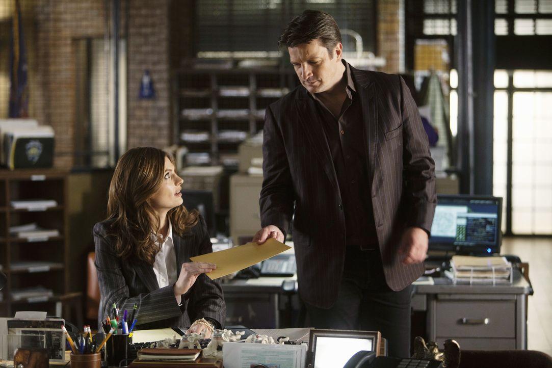 Richard Castle (Nathan Fillion, r.) hat interessante Neuigkeiten für Kate Beckett (Stana Katic, l.). Kommen sie dem Täter endlich auf die Spur? - Bildquelle: ABC Studios