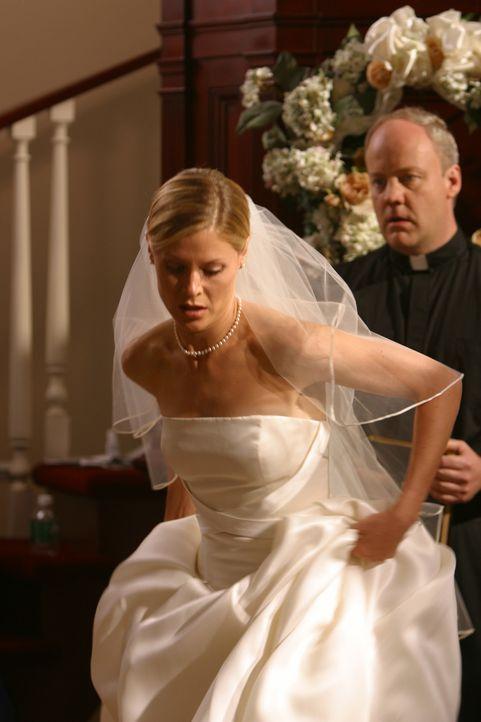Carol (Julie Bowen, l.) steht vor einem großen Ereignis ... - Bildquelle: Paramount