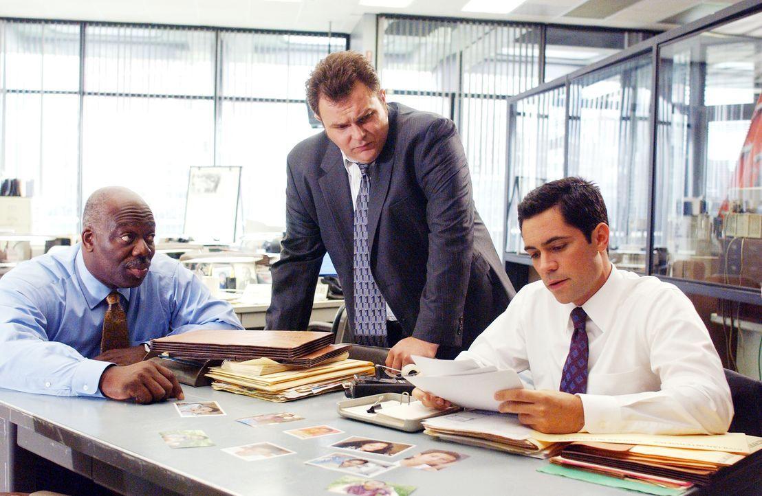 Im Einsatz für die Gerechtigkeit: (v.l.n.r.) Detective Will Jeffries (Thom Barry), Detective Nick Vera (Jeremy Ratchford) und Detective Scott Valens... - Bildquelle: Warner Bros. Television